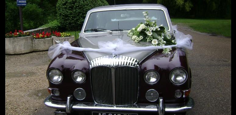 D coration florale voiture de mariage galerie d 39 image - Prix decoration voiture mariage fleuriste ...