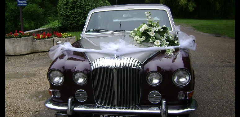 d coration florale voiture de mariage galerie d 39 image. Black Bedroom Furniture Sets. Home Design Ideas